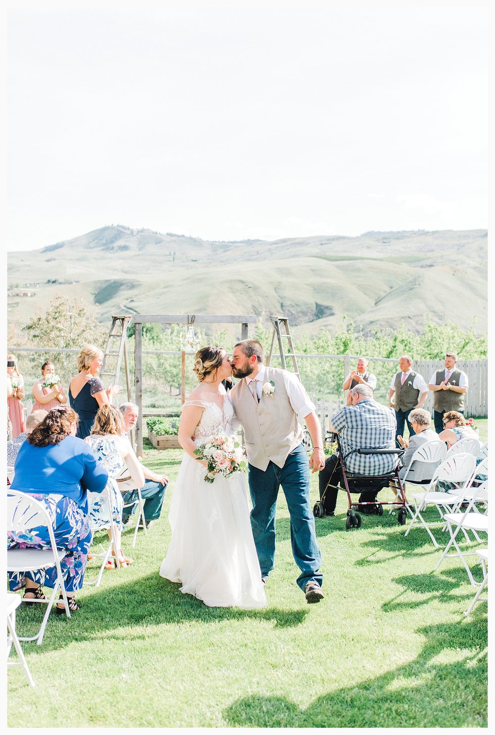 Rustic barn wedding in Wenatchee Washington at Sunshine Ranch on Easy Street, Emma Rose Company Seattle PNW Light and Airy Wedding Photographer_0065.jpg