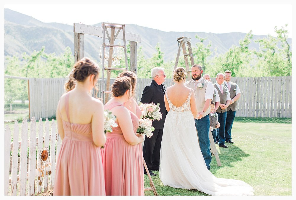 Rustic barn wedding in Wenatchee Washington at Sunshine Ranch on Easy Street, Emma Rose Company Seattle PNW Light and Airy Wedding Photographer_0071.jpg