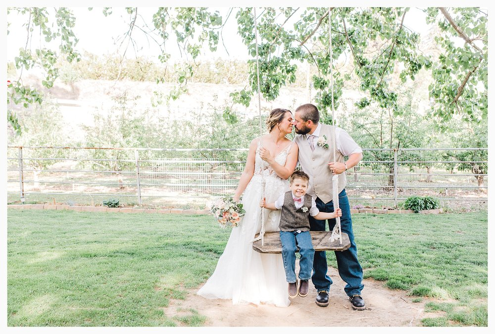 Rustic barn wedding in Wenatchee Washington at Sunshine Ranch on Easy Street, Emma Rose Company Seattle PNW Light and Airy Wedding Photographer_0082.jpg