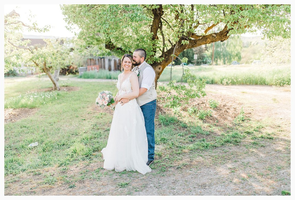 Rustic barn wedding in Wenatchee Washington at Sunshine Ranch on Easy Street, Emma Rose Company Seattle PNW Light and Airy Wedding Photographer_0086.jpg