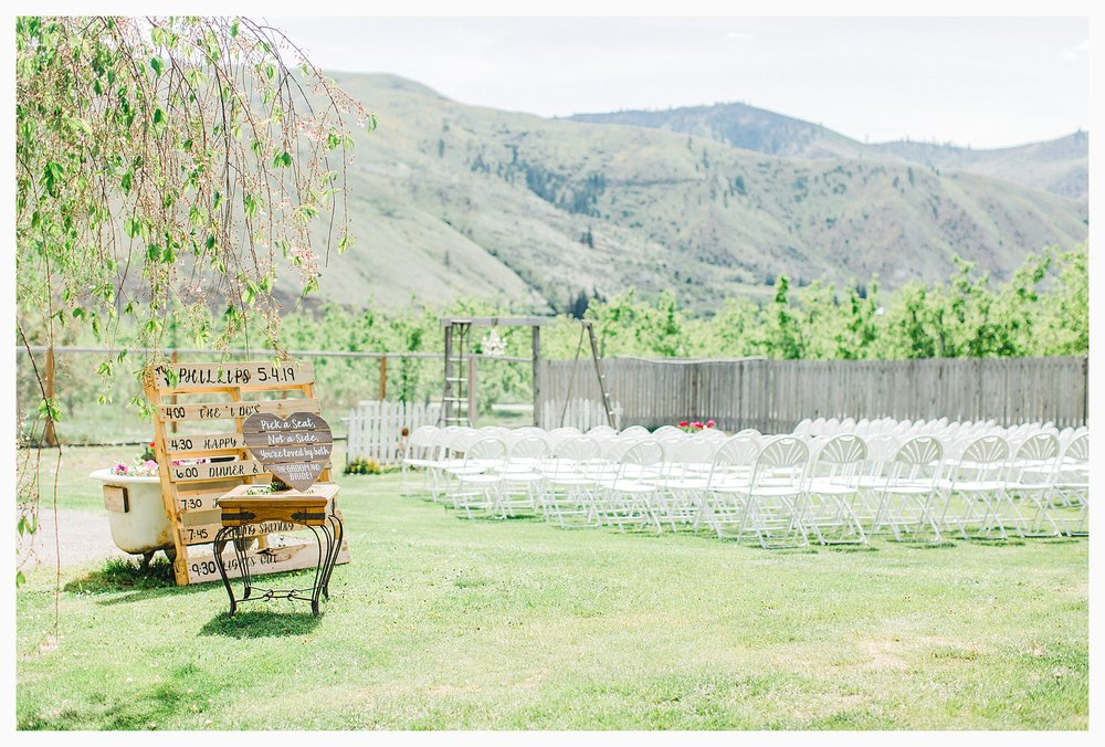 Rustic barn wedding in Wenatchee Washington at Sunshine Ranch on Easy Street, Emma Rose Company Seattle PNW Light and Airy Wedding Photographer_0100.jpg