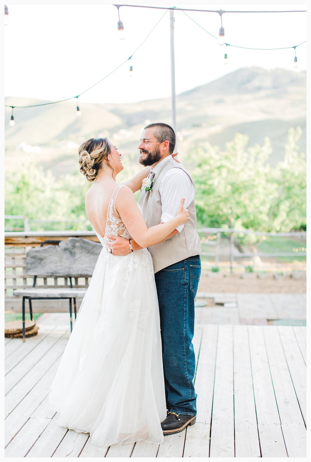 Rustic barn wedding in Wenatchee Washington at Sunshine Ranch on Easy Street, Emma Rose Company Seattle PNW Light and Airy Wedding Photographer_0103.jpg