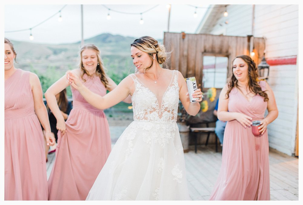Rustic barn wedding in Wenatchee Washington at Sunshine Ranch on Easy Street, Emma Rose Company Seattle PNW Light and Airy Wedding Photographer_0118.jpg