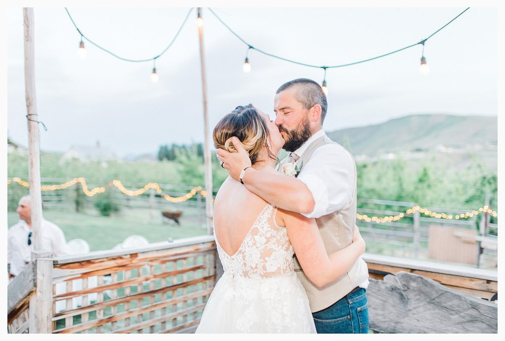 Rustic barn wedding in Wenatchee Washington at Sunshine Ranch on Easy Street, Emma Rose Company Seattle PNW Light and Airy Wedding Photographer_0129.jpg