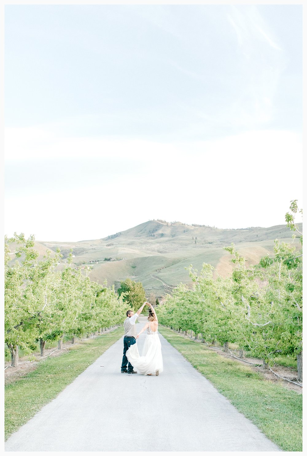 Rustic barn wedding in Wenatchee Washington at Sunshine Ranch on Easy Street, Emma Rose Company Seattle PNW Light and Airy Wedding Photographer_0138.jpg