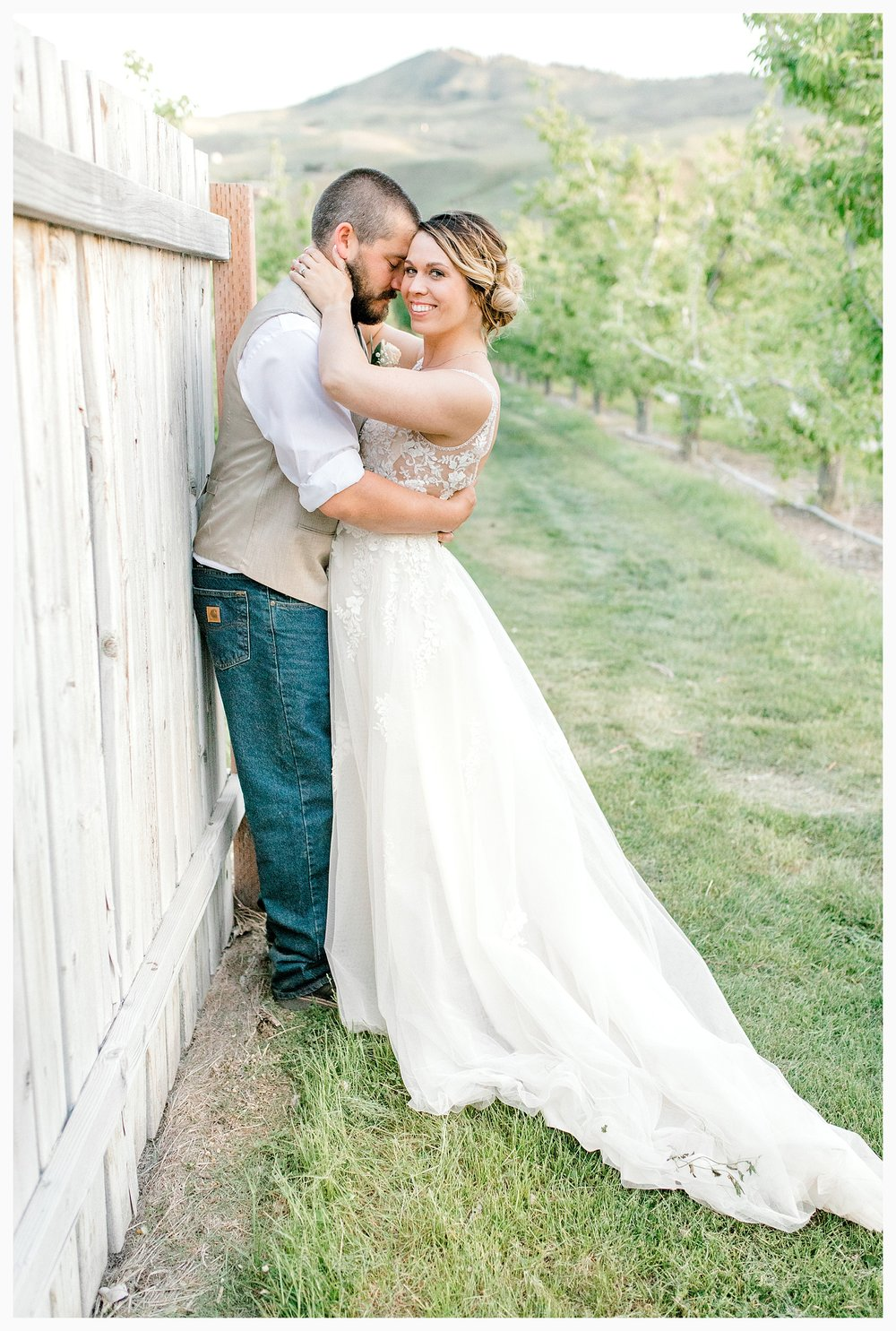 Rustic barn wedding in Wenatchee Washington at Sunshine Ranch on Easy Street, Emma Rose Company Seattle PNW Light and Airy Wedding Photographer_0141.jpg