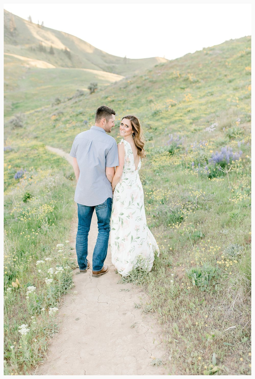 Engagement session amongst the wildflowers in Wenatchee, Washington | Engagement Session Outfit Inspiration for Wedding Photography with Emma Rose Company | Light and Airy PNW Photographer, Seattle Bride_0014.jpg