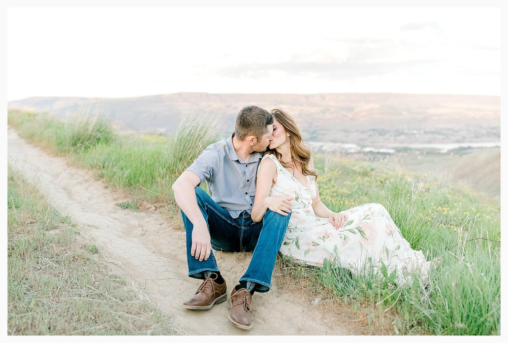 Engagement session amongst the wildflowers in Wenatchee, Washington | Engagement Session Outfit Inspiration for Wedding Photography with Emma Rose Company | Light and Airy PNW Photographer, Seattle Bride_0031.jpg