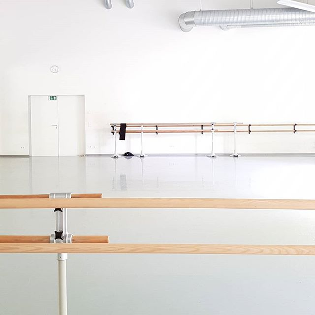 I'll never get tired of rehearsal rooms and barre.💟 💥