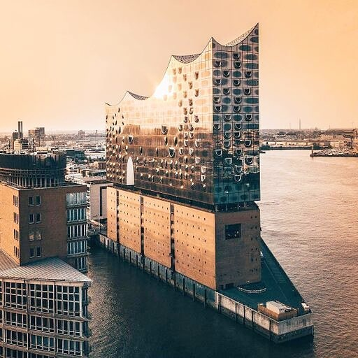 Get to spend the evening right here at the magnificent @elbphilharmonie to watch the equally magnificent Cecilia Bartoli perform with Les Musiciens du Prince-Monaco.  Thank you @visitmonaco for having us.  #ceciliabartoli #elbphilharmonie #visitmonaco #lesmusiciensduprince #welovehh