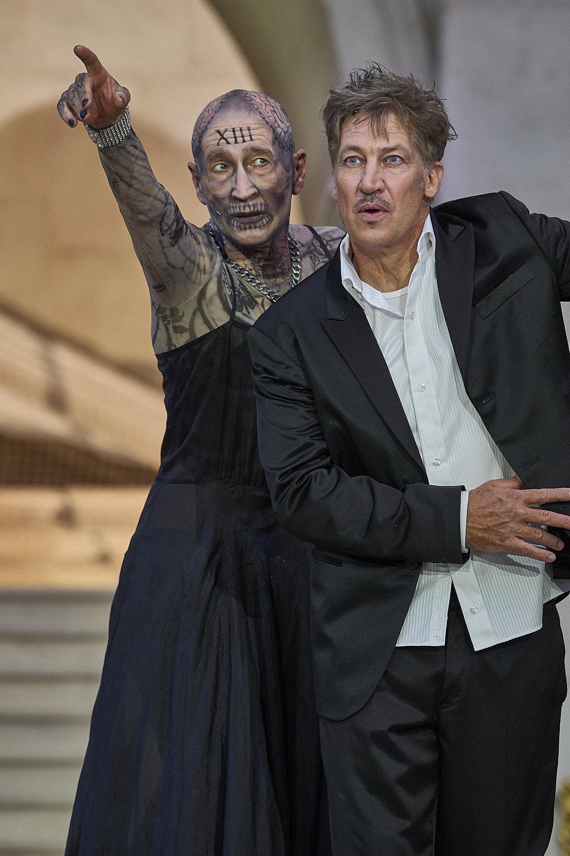 Jedermann 2018: Peter Lohmeyer (Death), Tobias Moretti (Everyman)  © Matthias Horn