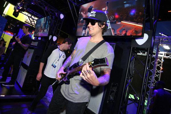 SetsMachine_Activision_GuitarHero_7.jpg
