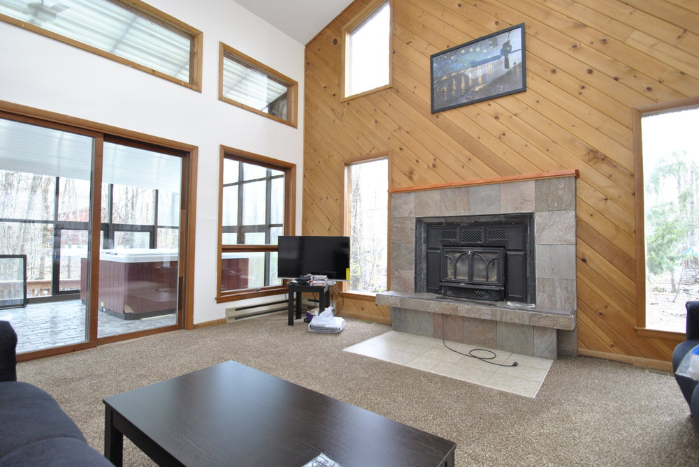 Main Living Room with view of Hot Tub.JPG
