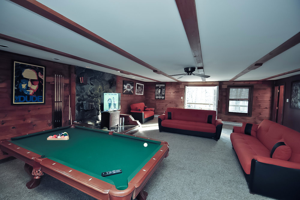 Pennsylvania Mountains, PA - Airbnb / VRBO - Cabin and House Rental with Indoor Swimming Pools in the Poconos: Grand Summit    Sleeps 14-16: 6 Bedrooms (6 queen beds), 3 Baths, Game Room with Roku w/Sling/Netflix, Firepit in the Back, BBQ Grill, Poker Table and a Hot Tub right outside, also a creek is down the hill.