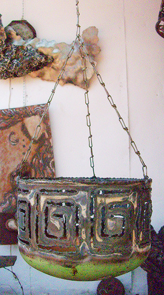 metal_art_planter.jpg