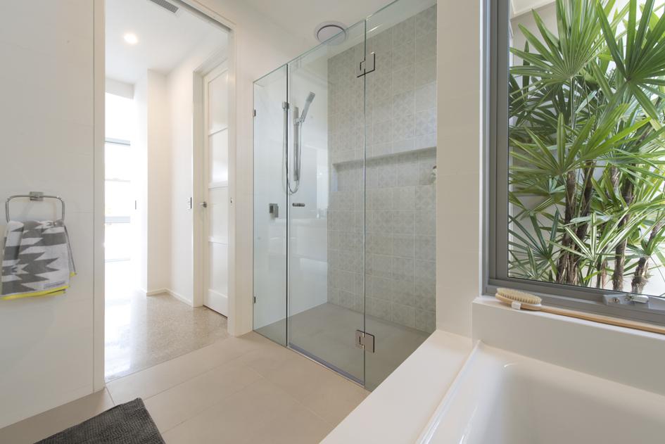 S28 bathroom3.jpg