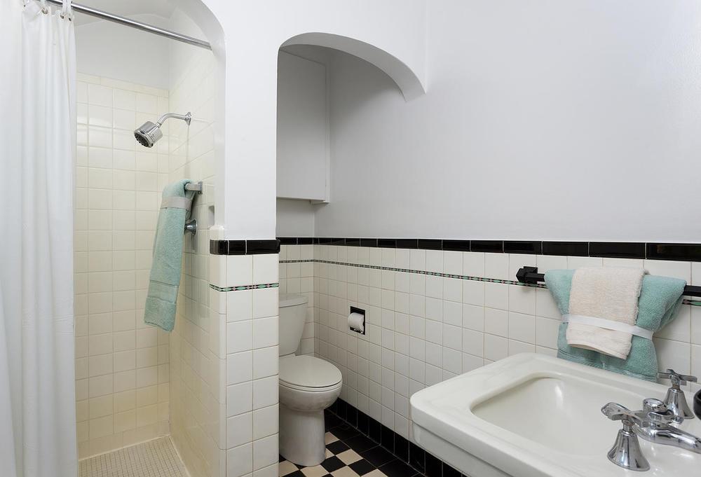 530 Bellaire St Denver CO-large-015-17-Master Bathroom-1470x1000-72dpi.jpg