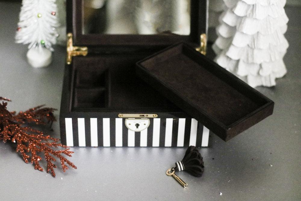 HENRI BENDEL JEWELRY BOX 3.jpg