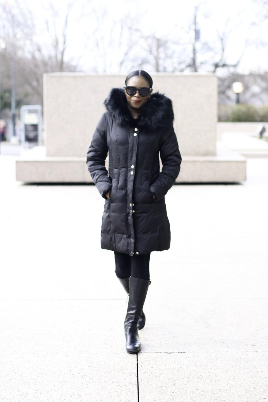 FASHION BLOGGER WEARING A BLACK WINTER COAT WITH FUR HOOD .jpg