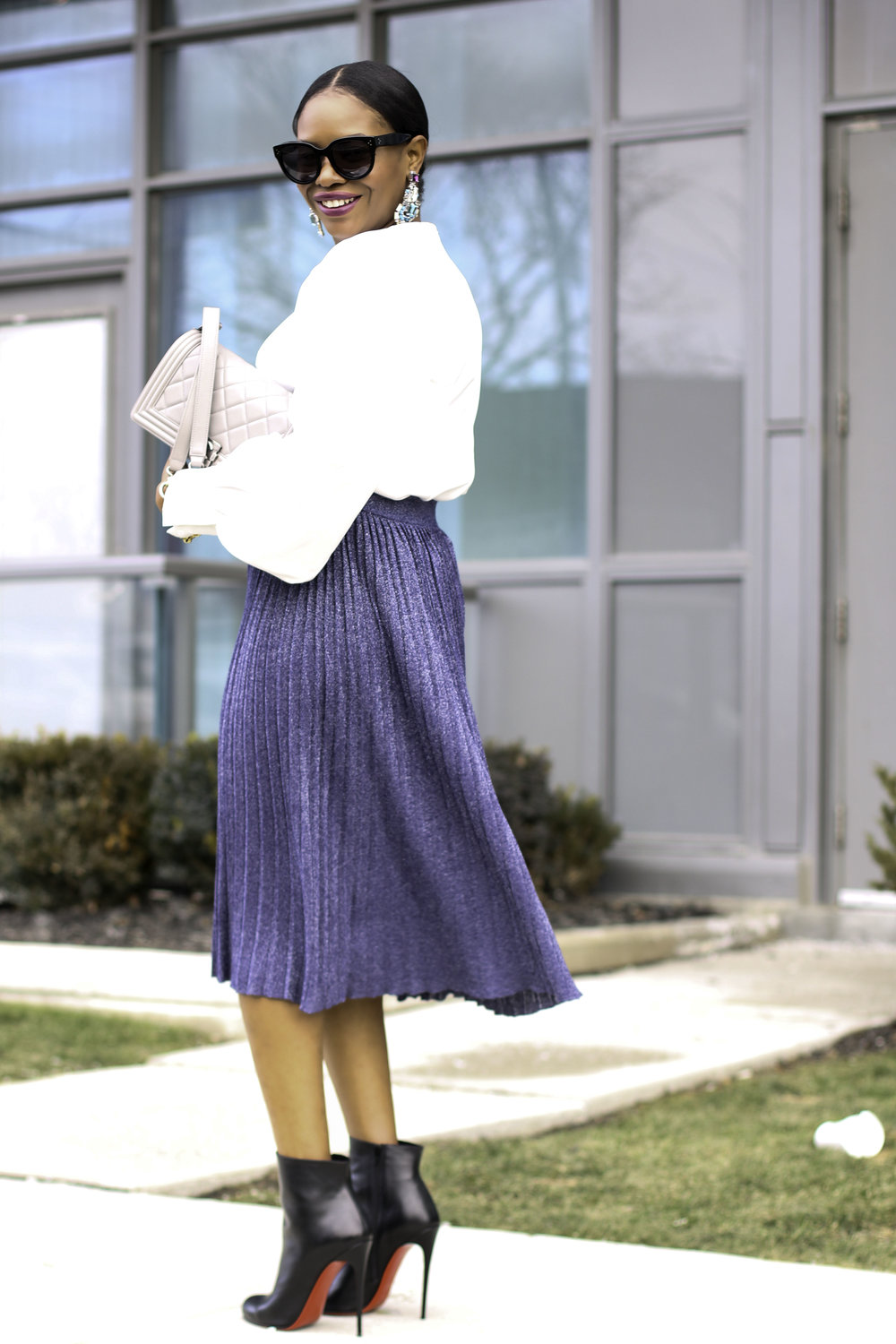 FASHION BLOGGER IN PLEATED SKIRT.jpg
