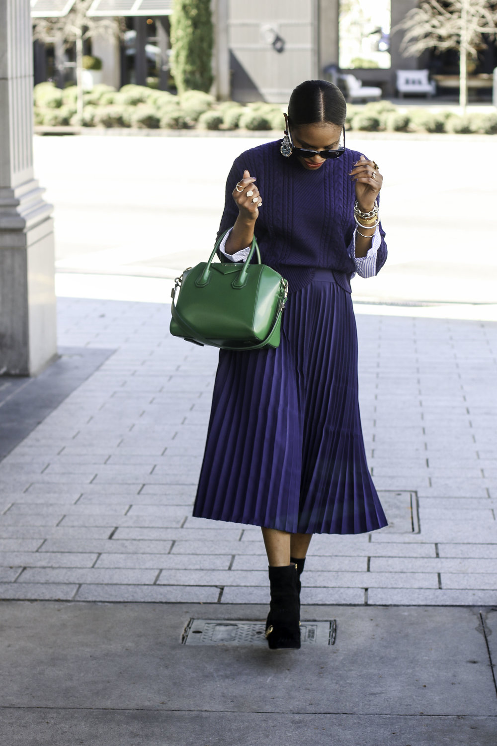 BLOGGER WEARING A PLEATED SKIRT .jpg