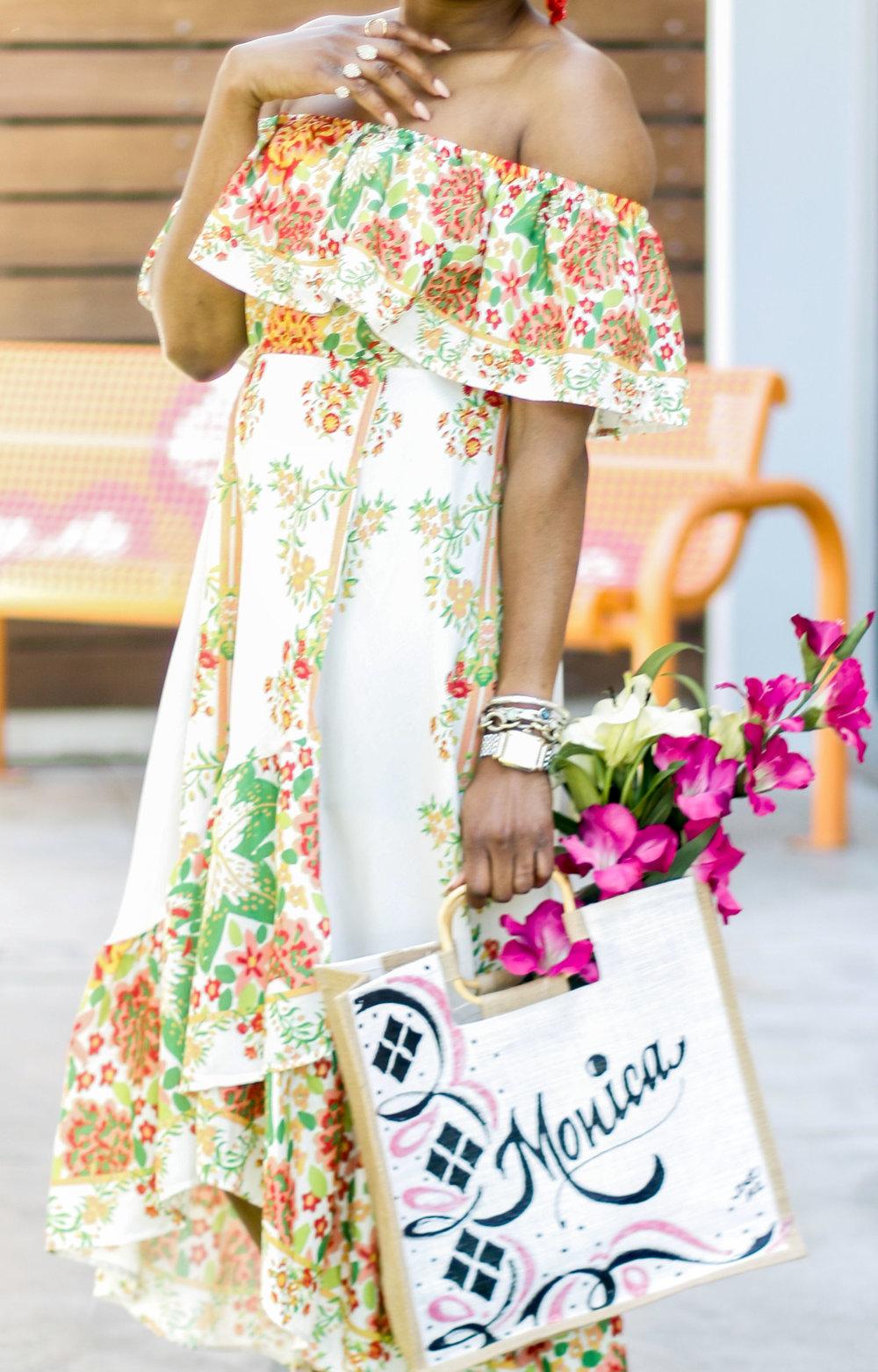 FASHION BLOGGER WEARING A FLORAL DRESS.jpg