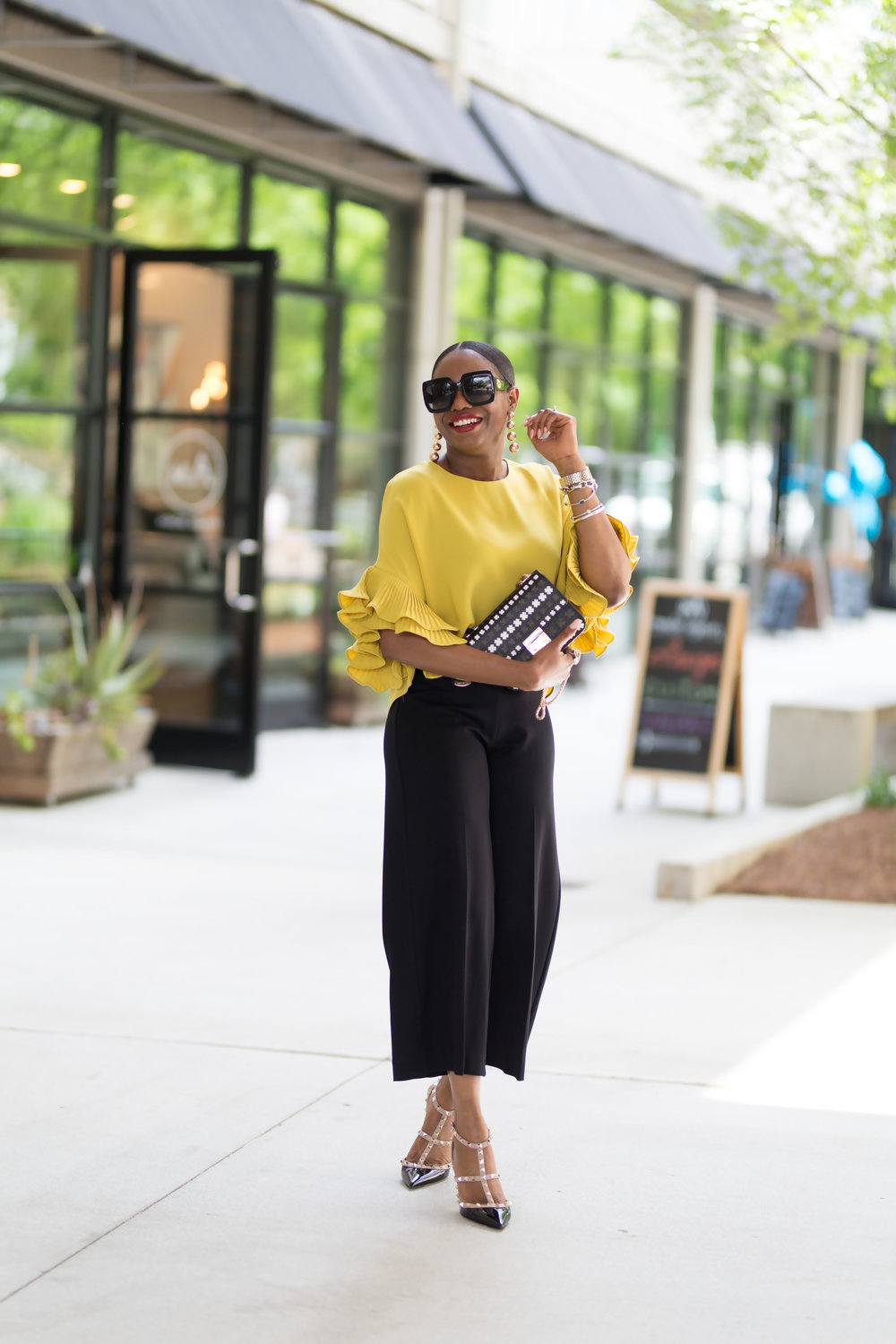 STYLE BLOGGER WEARING YELLOW.jpg