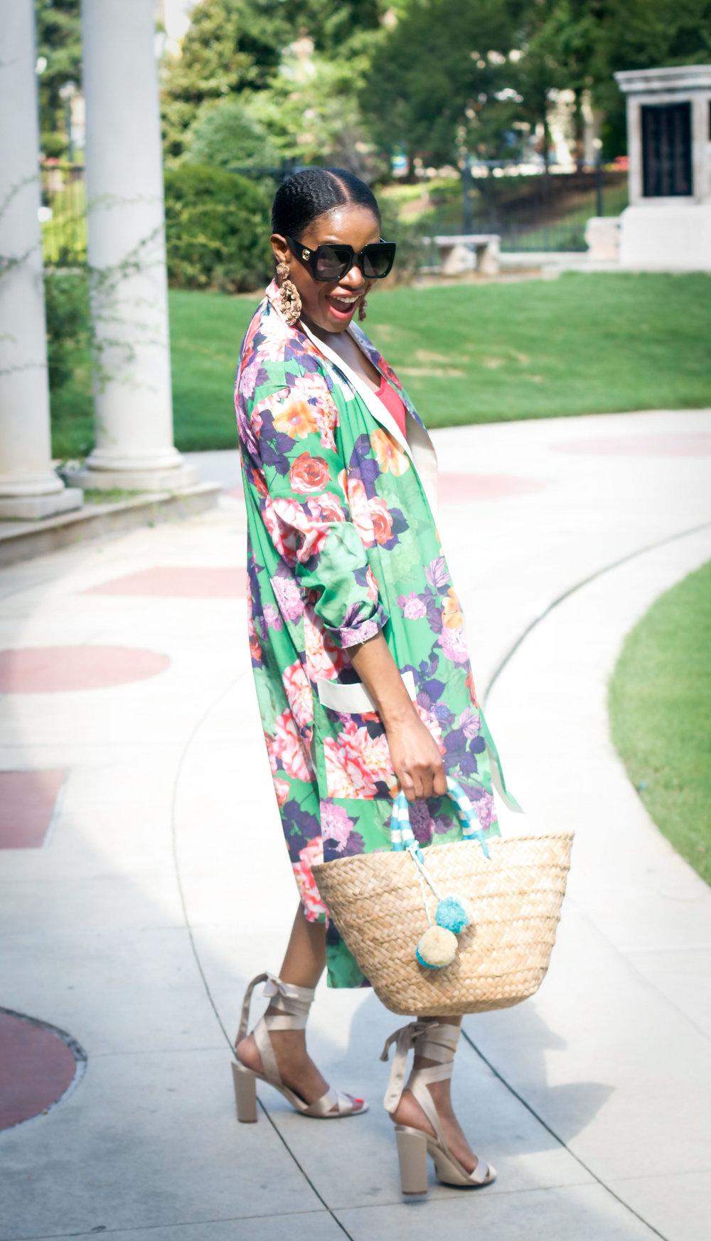 Fashion blogger wearing floral kimono.jpg