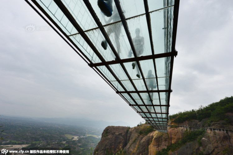 Underneath-Glass-Suspension-Bridge.jpg
