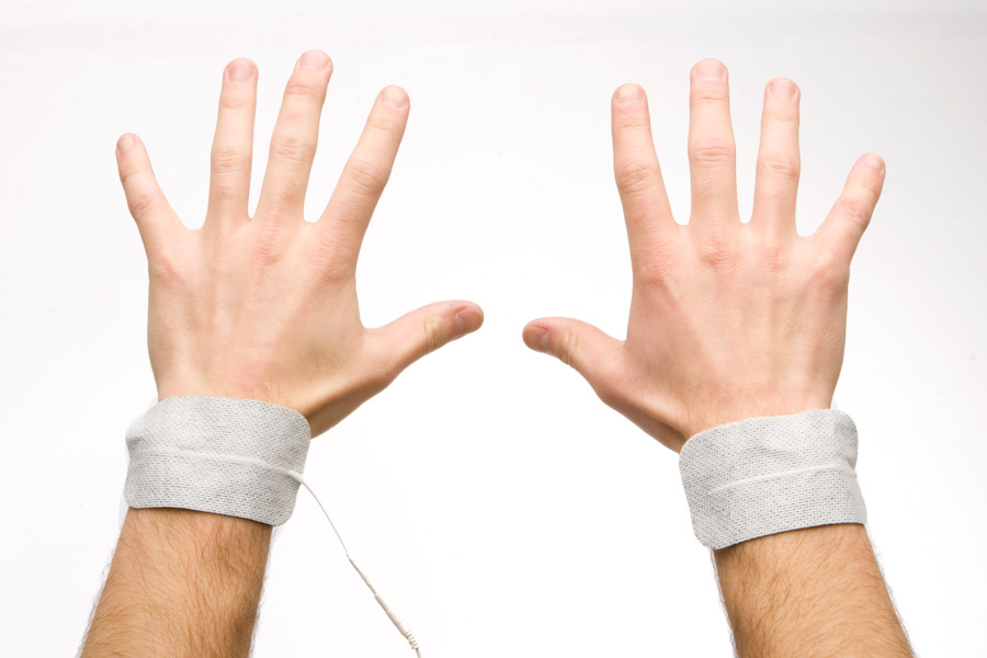 hand to hand electrode placement