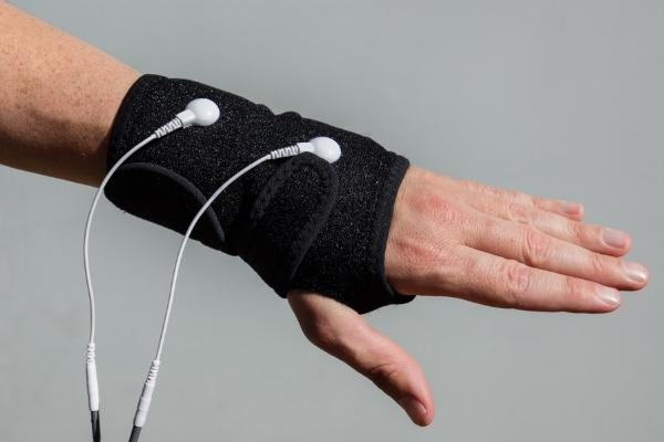 Wrist garment
