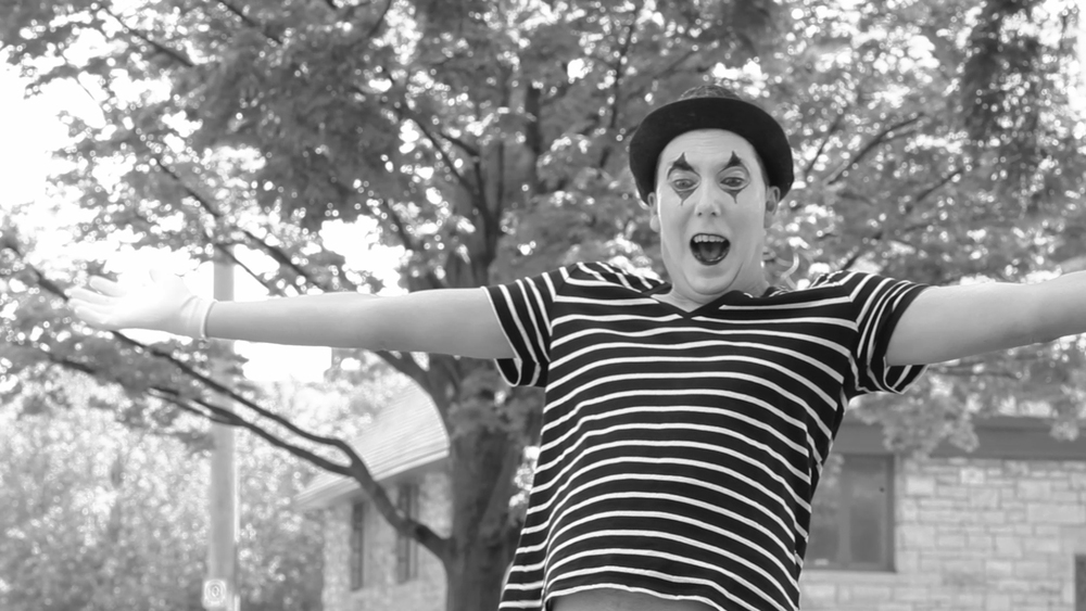 2 mimes fall in love.