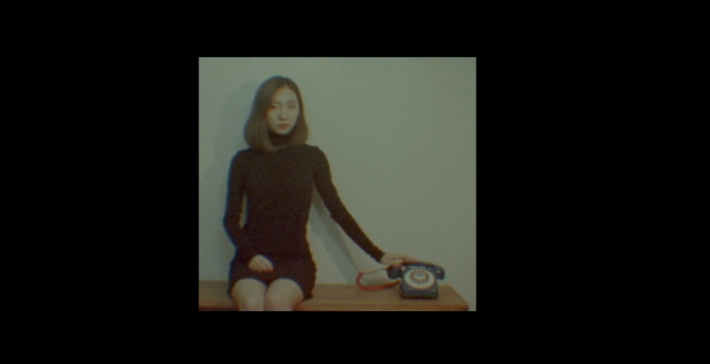 Wú Rén Jìng is a short film about the psychological journey of a young woman.