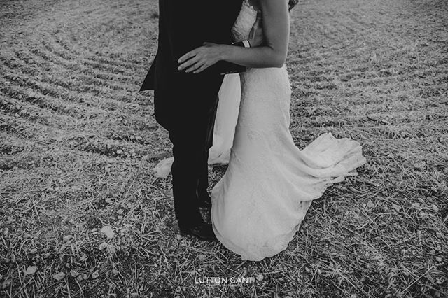Intimidad #bookpareja #fotografiadebodas #fotografiadepareja #weddings #naturalweddings #luttonweddings #luttongant #love #lovesession #weddingtime #weddingday #boda #weddingseason #firstlook #postboda #preboda #weddingphoto #weddingphotographer #weddingphotography #fotografiadebodaenvalladolid #fotografosdebodavalladolid #lifestyle #rural #valladolid