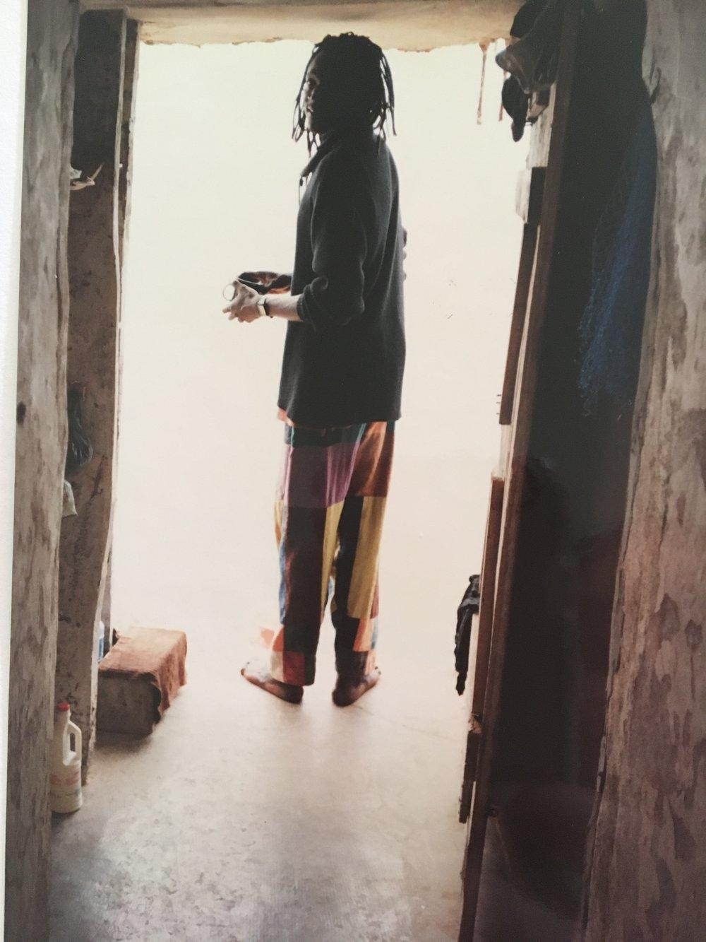 1998, Moussa doet de afwas