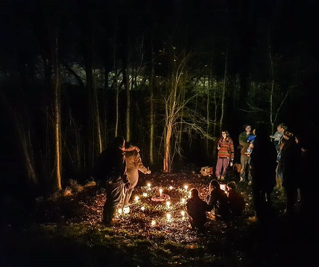 The joys of living in a community: celebrating the Winter Solstice in our own little wood with a candle spiral and lanterns, stories and blessings. Here's to the days gradually getting longer from now on!  #alternativeliving #campervanster #wintersolstice #communityliving #derbyshire #earthheart #atlow #hippylife
