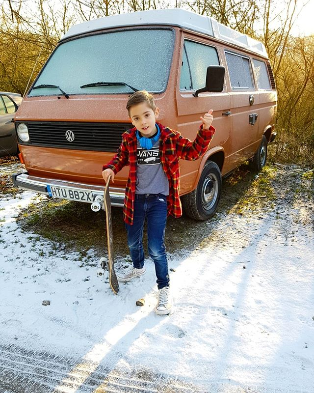 Quinton has just turned 8 years old! I can't believe how quickly he is growing up! Here he is, trying out his new skateboard with his new t-shirt and headphones!  #campervanster #vanlife #communitylife #ashbourne #vwt25 #vanagon