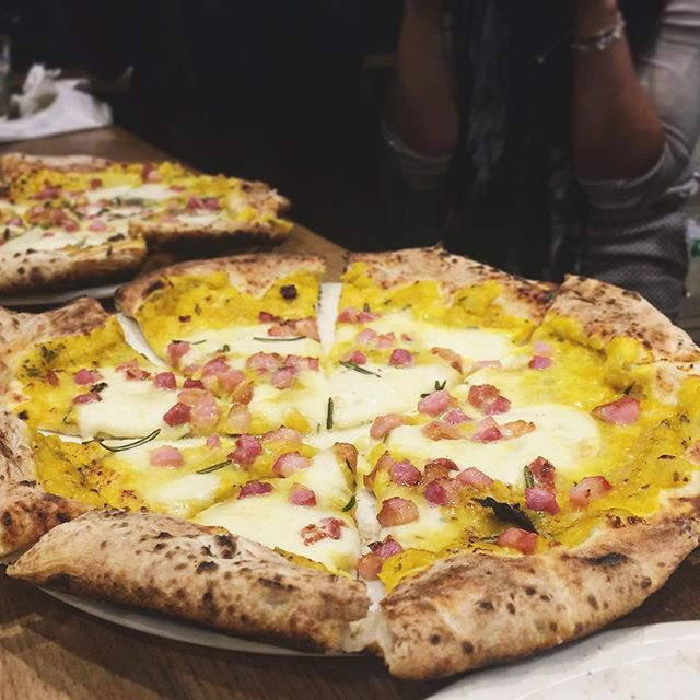 Tonight, I was on Jury Duty... Pizza Jury Duty, to be precise. @pizzapilgrims @zomatouk made us #pizzagods for the evening and we tested and voted for the September Special Pizza at Pizza Pilgrims (might be the October special) - this pumpkin, pancetta & fried rosemary concoction by Fabio was the clear winner for most of us 👍👏🍕 a fun, carb-filled evening topped with limoncello!