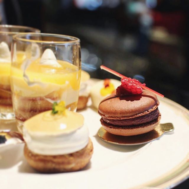 #ontheblog a review of the free-flowing champagne afternoon tea @fourseasons @bookatable - trust me, it's a good one. Link in profile {www.wandertowonder.com}