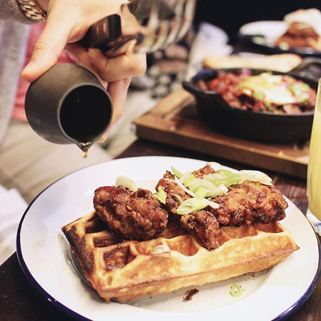 Fried chicken & waffle @hotboxldn 🍗 with truffle salt and maple syrup. The chicken was spot on 👌