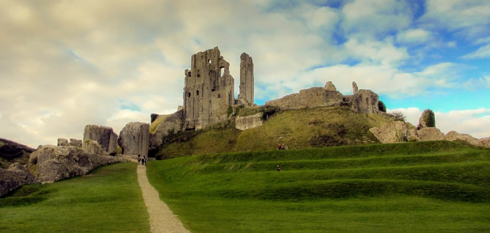 Corfe_Castle,_Dorset.jpg