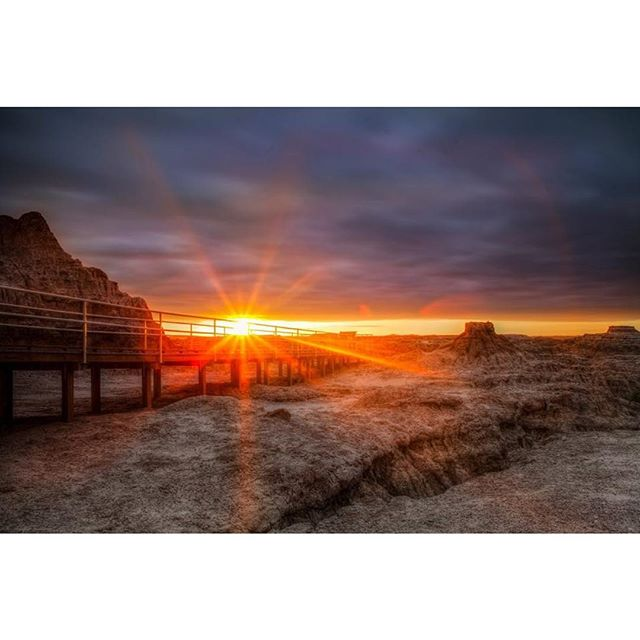 Tag someone you'd want to share this sunrise with 🌄 I can't help it, I just keep going back to this shot. To this moment.  Sunrise in #badlandsnationalpark #badlandsnps #thegreat8 #sodak #southdakota #sunrise