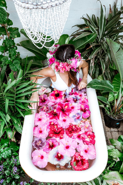 5960-ninatekwani-hawaii-hibiscus-tub.jpg