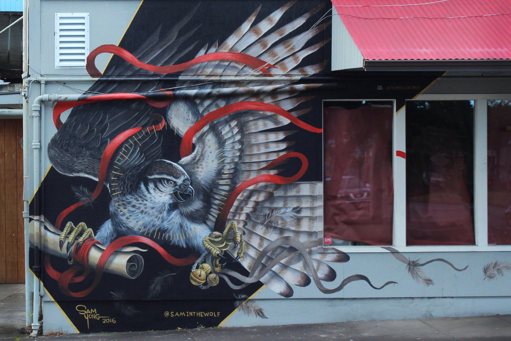 MURAL BY SAM YONG (@SAMINTHEWOLF) ON THE CORNER OF PONAHAWAI AND KINOOLE IN DOWNTOWN HILO.