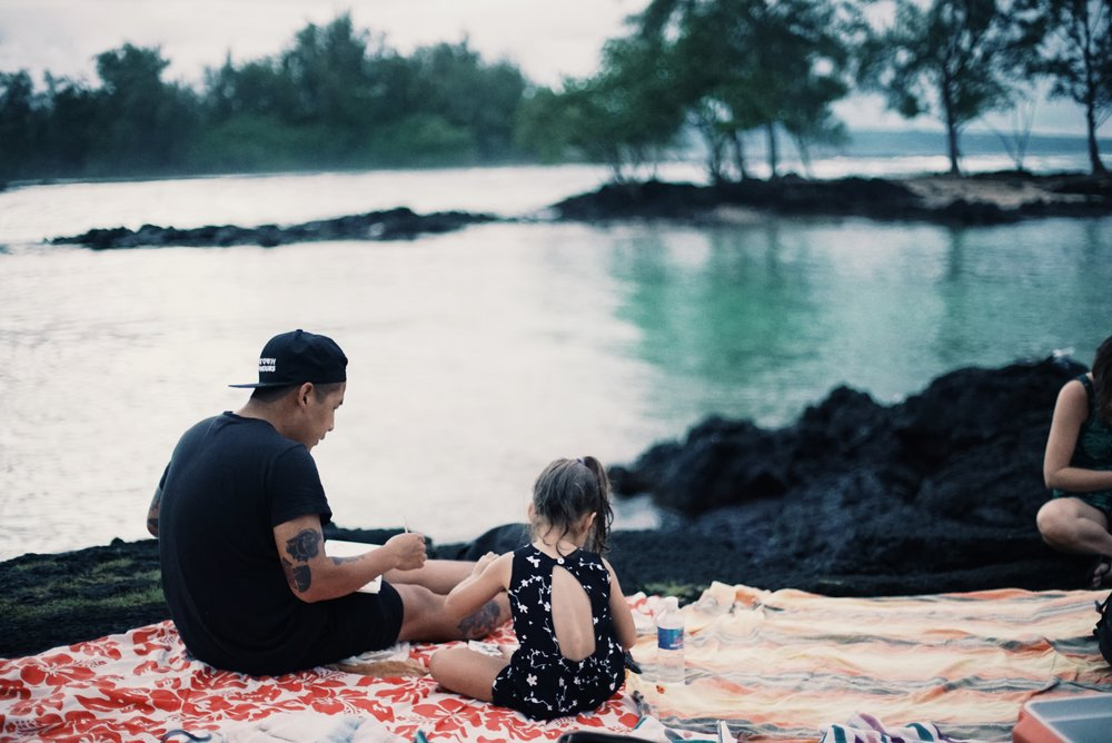 Welcome BBQ in Keaukaha; @saminthewolf and Ashley's daughter Arya enjoy a sketch session.