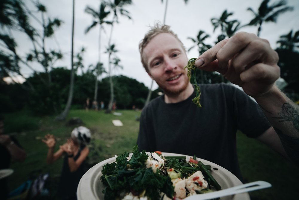 Rick of @frankandmimi experiences ho'i'o (fiddlehead fern) for the first time.