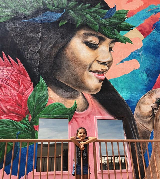 Our six-year-old muse Bree Lau Hee gives her stamp of approval on Maui's largest mural to date 💕👌🏽 Thanks to the dream team @kameahadar @houseofmeggs @uvsc_org @keanukap ❤️ #templechildren #uvsc #kameahadar #houseofmeggs