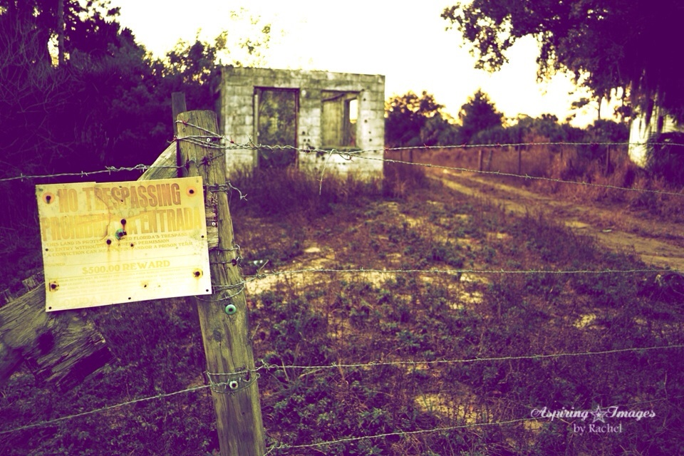 2011-01-11_StLukes_Graveyard_Abandon_Bldg-web