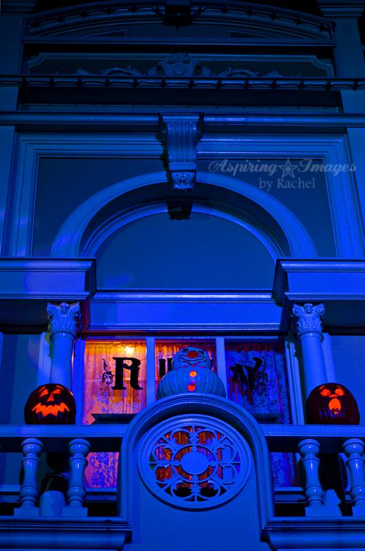 AspiringImagesbyRachel-WaltDisneyWorld-MagicKingdom-MainStreetLitPumpkins