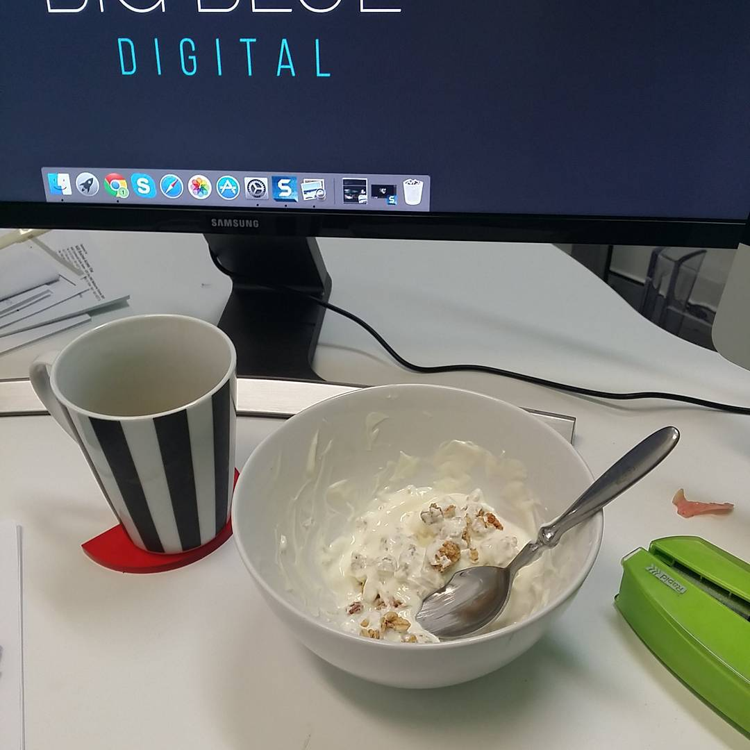 DAY 7 #breakfast #winterwellness #earthhq @earth_hq not a great breakfast person. Gotta do better. Granola and greek yoghurt. Yum! All caught up now 😊